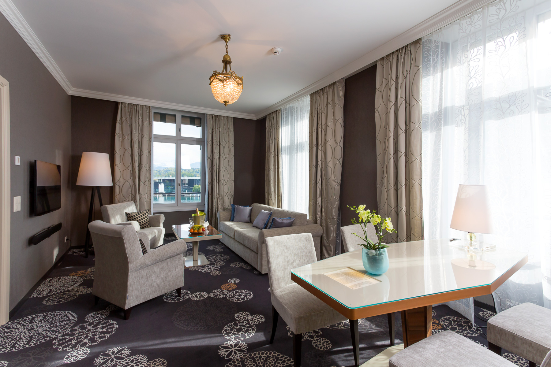 Download Lucerne_Luxury_Suite_3.jpg